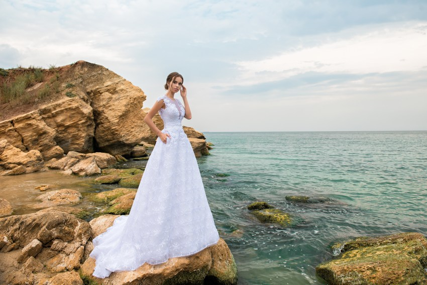 A-line wedding dress with a bodice to the waist-5