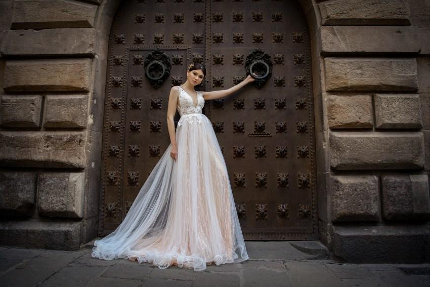 Rochie de mireasa cu o tăietură adâncă la SuperNova en-gros-4