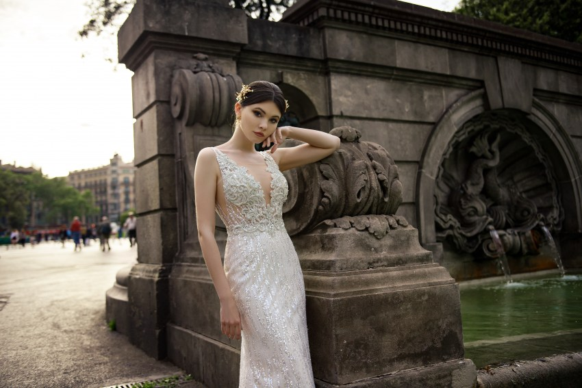 Свадебное платье «годе» на бретелях из ткани-блеска от Supernova оптом-4