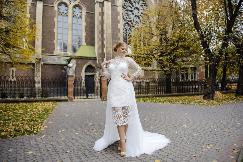 Plus size wedding dress with a removable train on wholesale from SuperNova-5