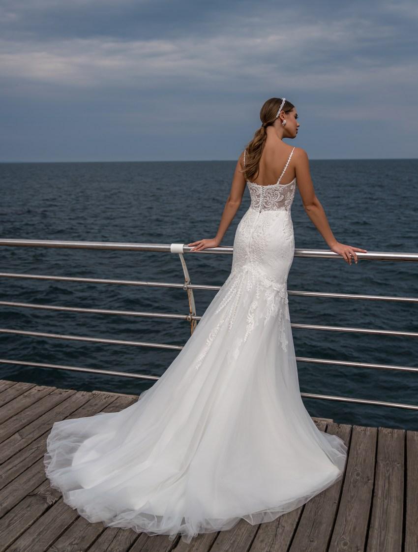 Весільна сукня на тонких бретелях від Supernova-5