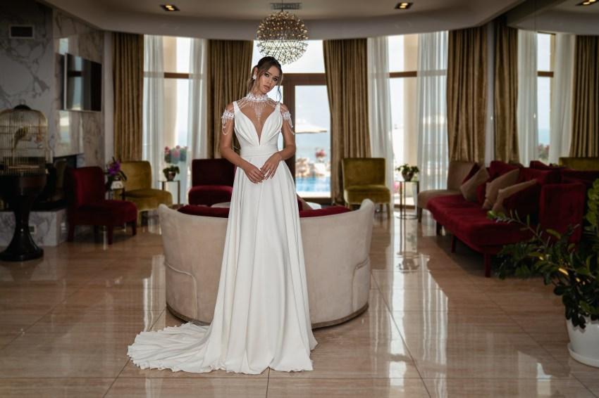 Весільна сукня на бретелях оптом від Supernova-4