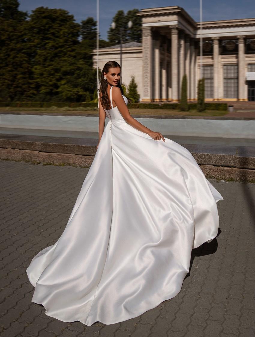 Мінімалістична весільна сукня-13