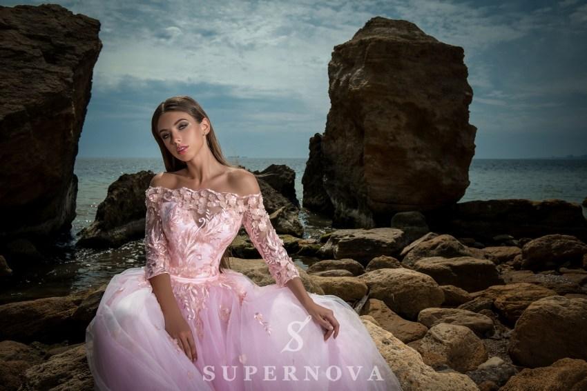 Вечірня сукня з відкритими плечима-5