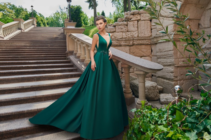 Satin evening dress with train on wholesale from the Super Nova. manufacturer.-5