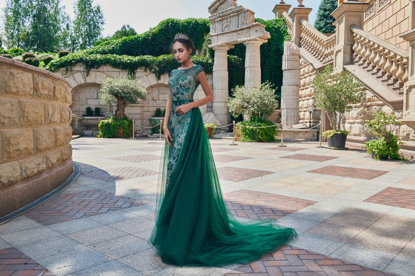 Гипюровое вечернее платье со съемным шлейфом оптом от SuperNova.-6