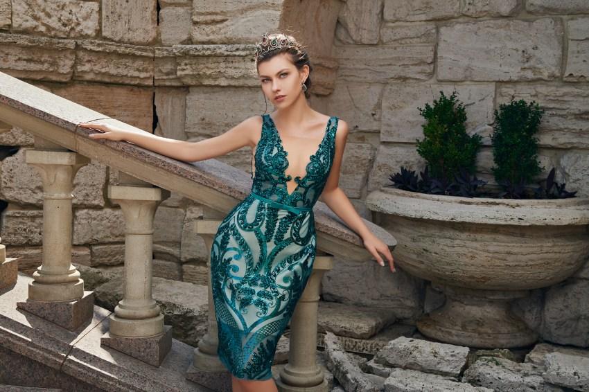 Короткое приталенное вечернее платье от бренда SuperNova оптом.-5