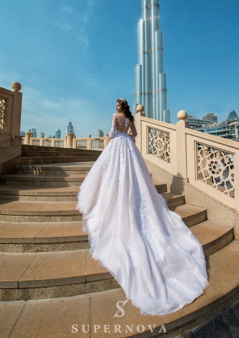 Весільна сукня з рукавами ¾-3