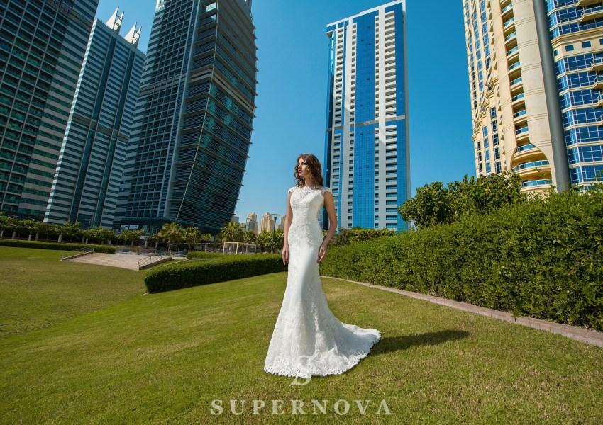 Свадебное платье со спущенными плечами-1