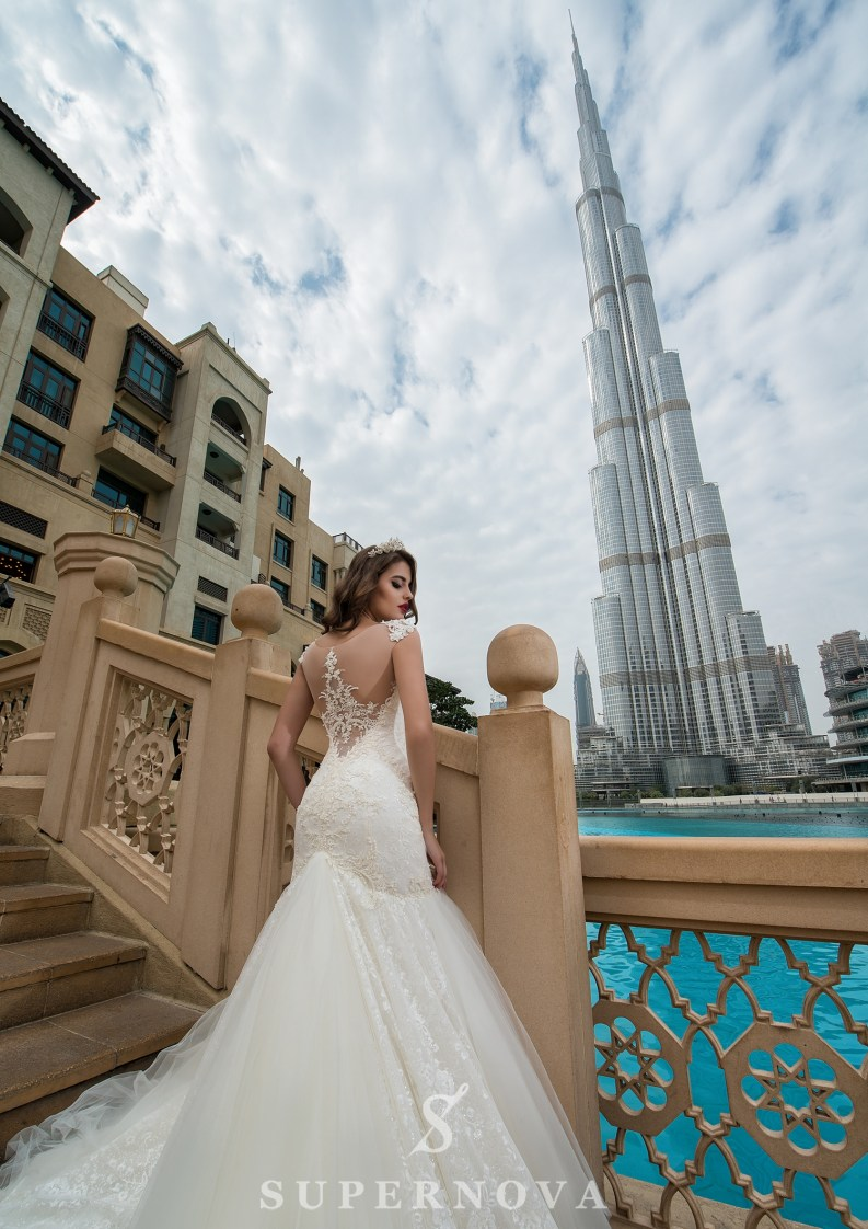Весільна сукня зі шлейфом-4