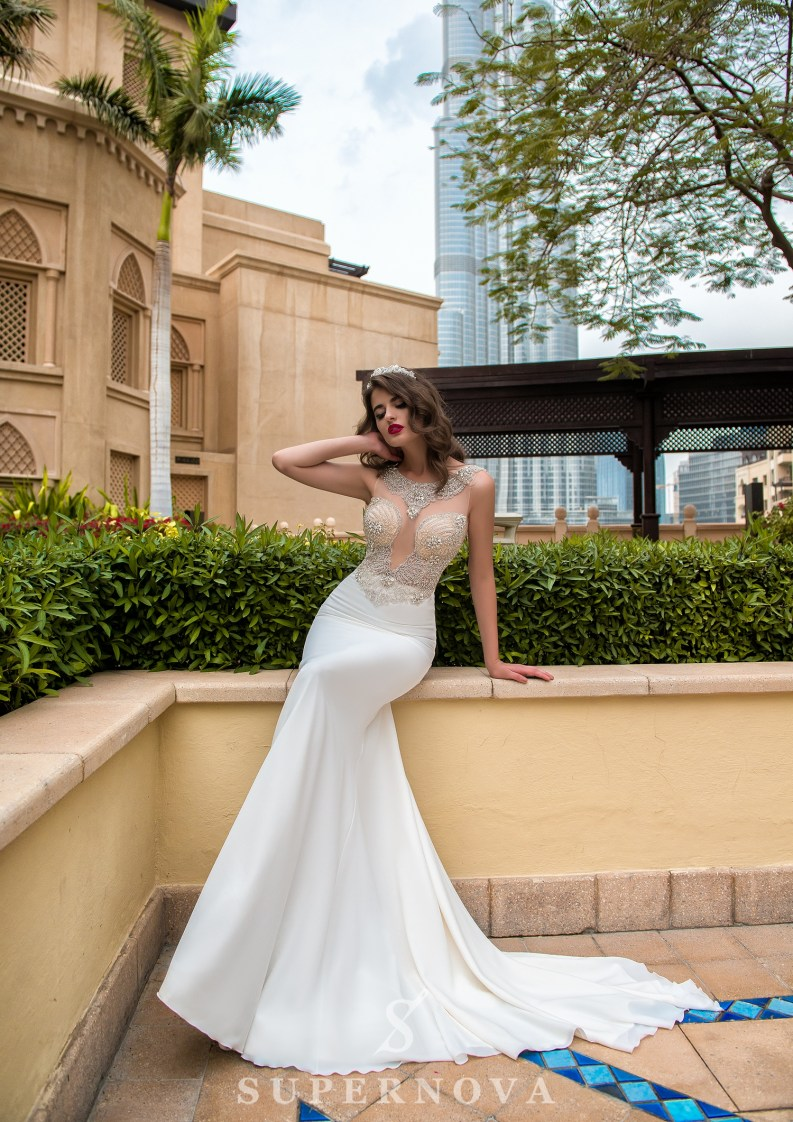 Deep neckline wedding dress-3