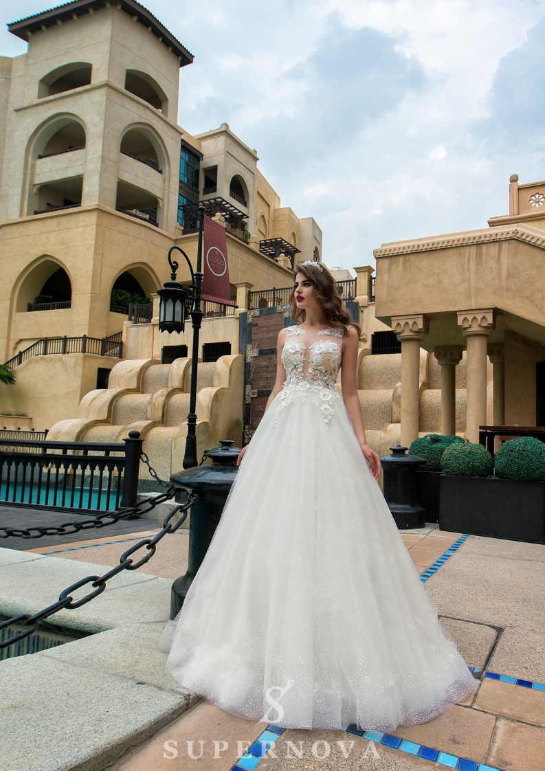 Wedding dress with 3D appliques-3