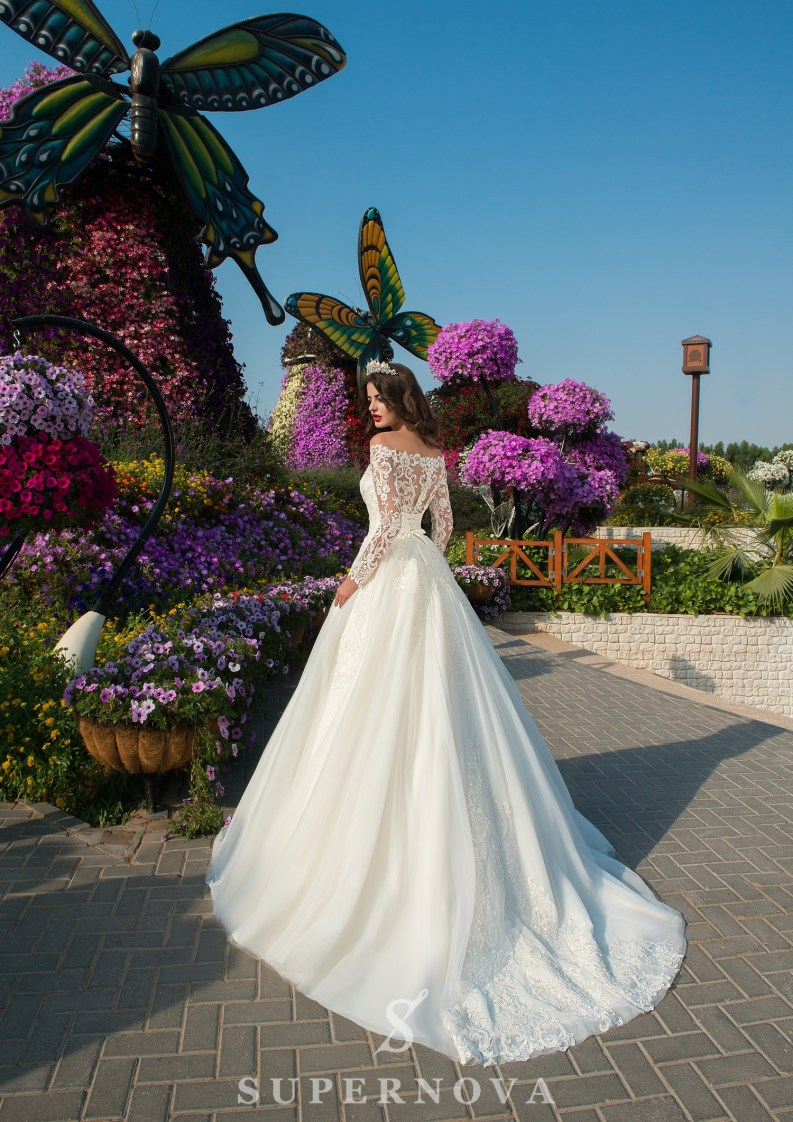Guipure cord wedding dress-4