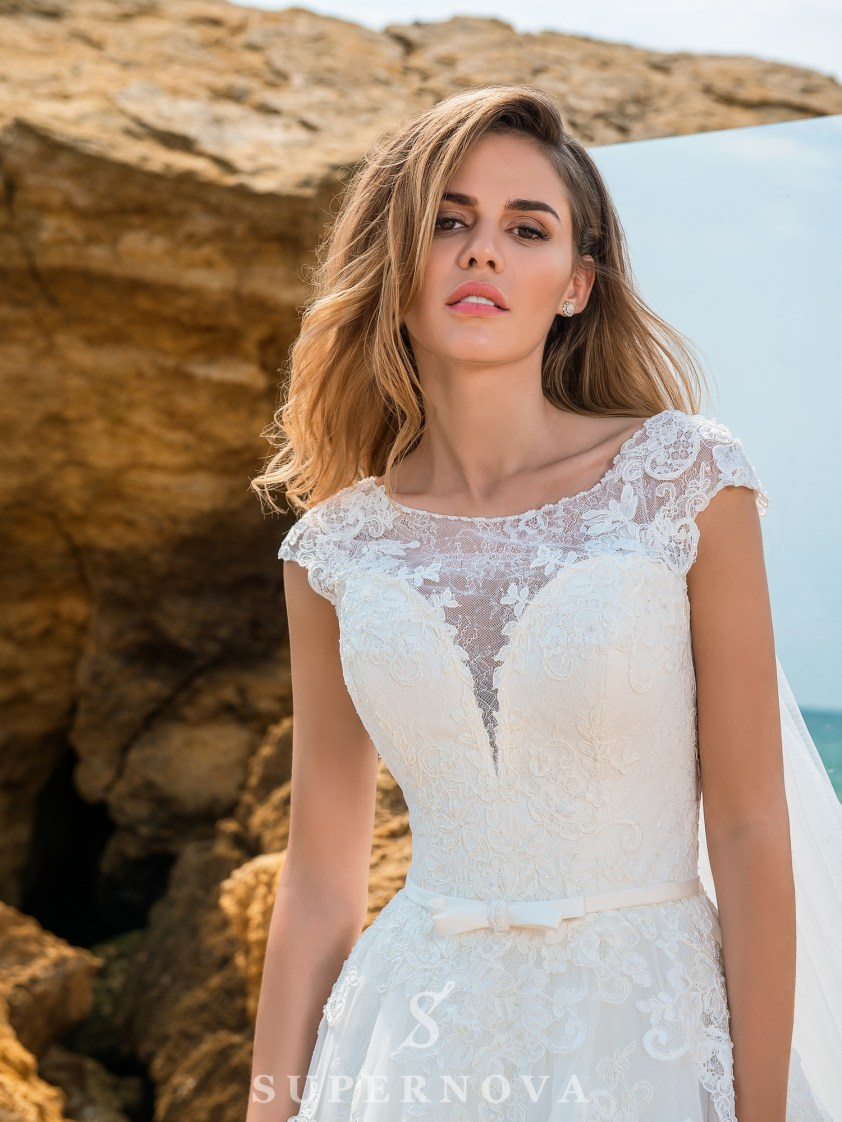 Wedding dress on a yoke with closed shoulders-3