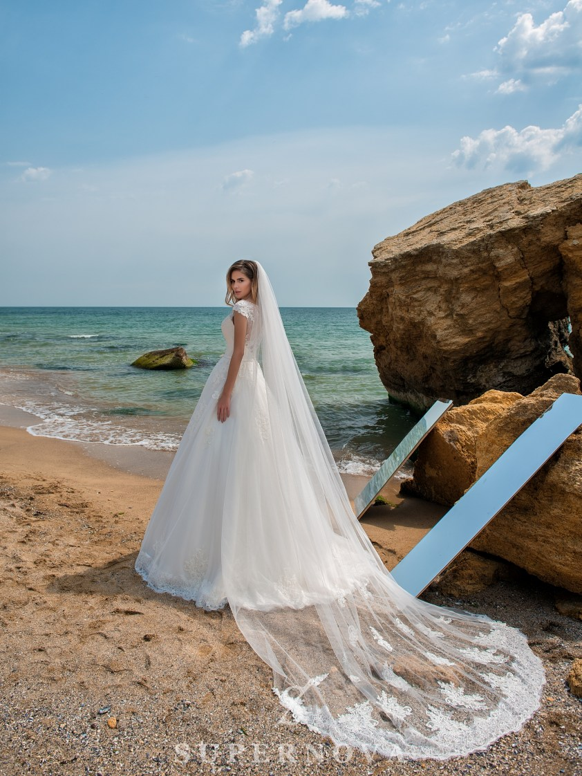 Wedding dress on a yoke with closed shoulders-5