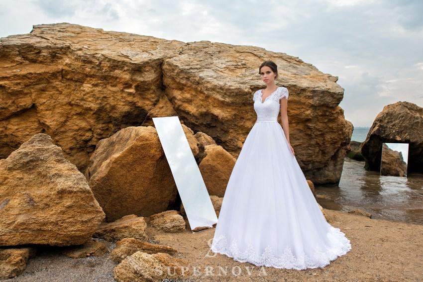 Весільна сукня з мережива з кордом-1