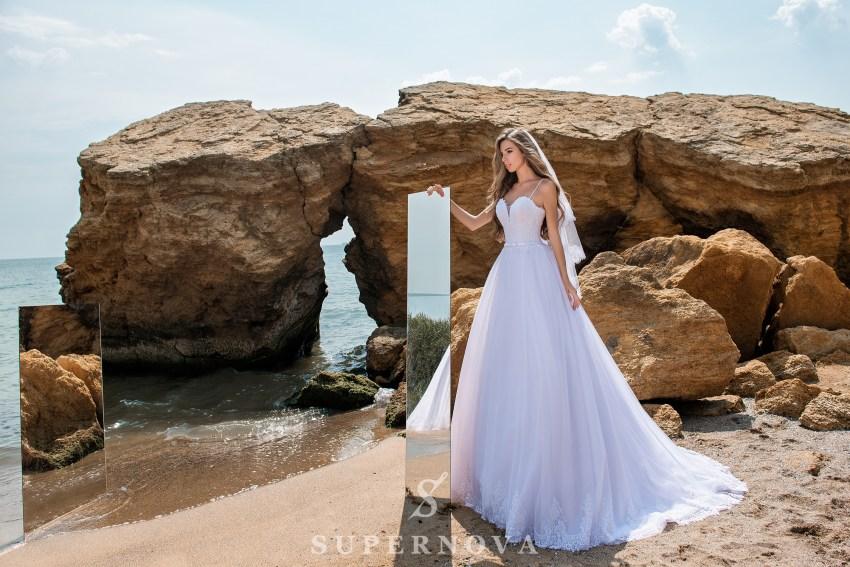 Весільна сукня на тонких бретелях-1