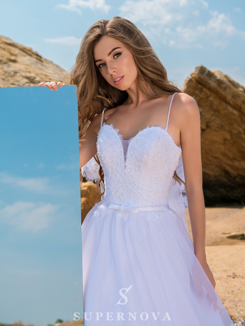 Весільна сукня на тонких бретелях-2