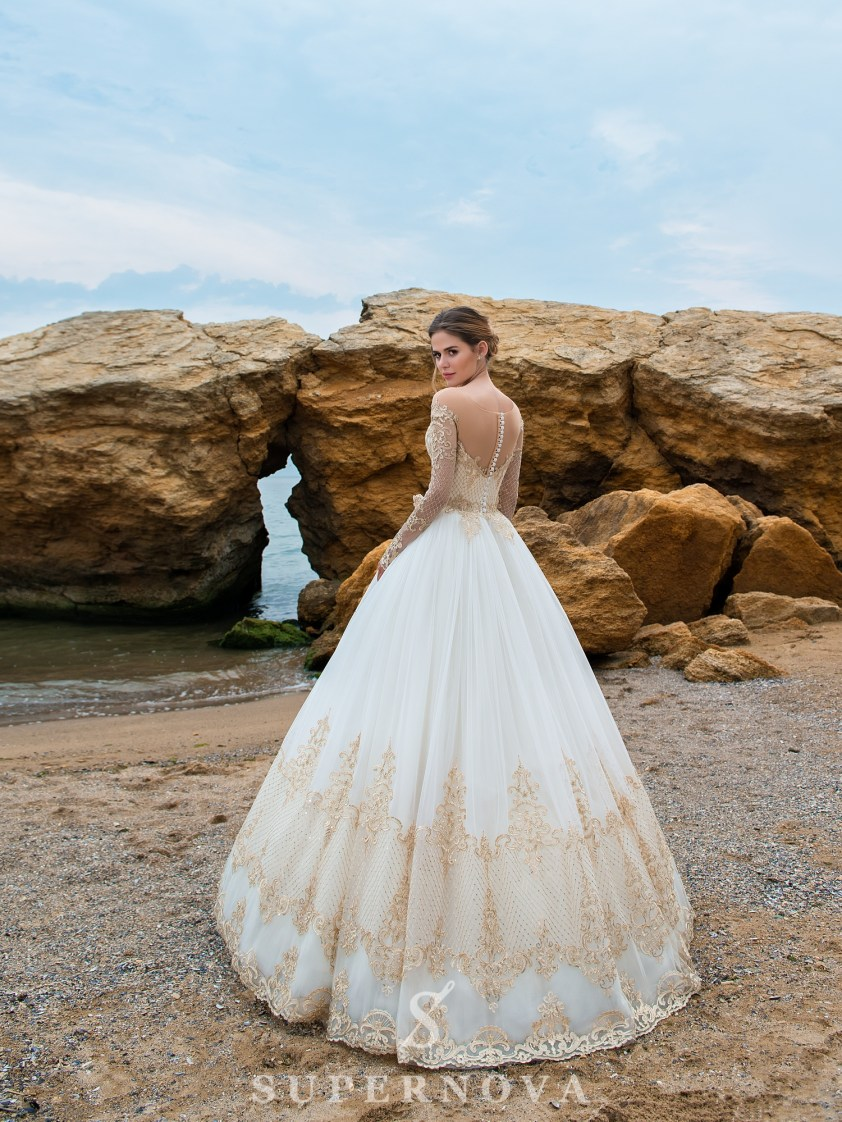 Wedding dress with long sleeves and puffy skirt-3