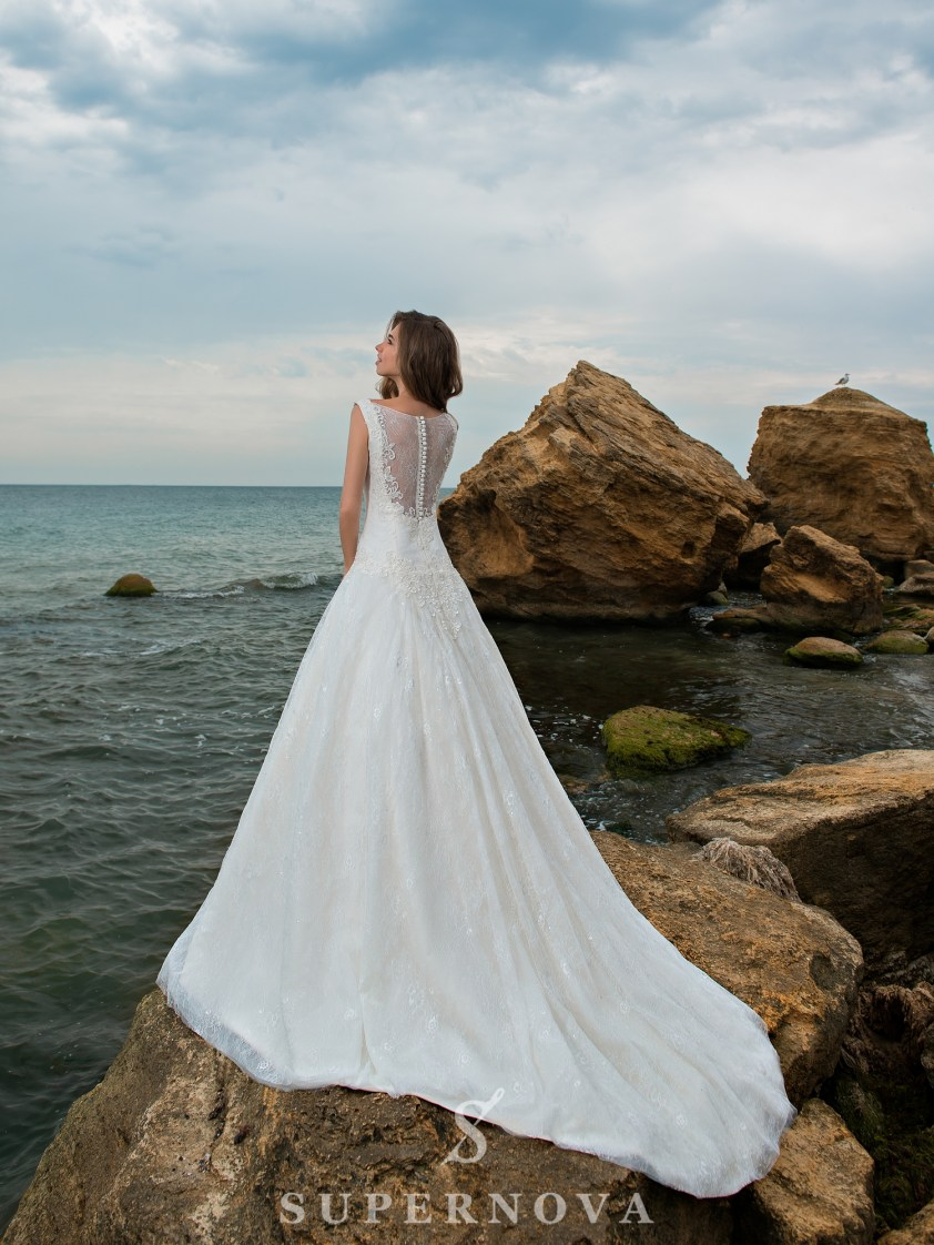 A-line wedding dress with an elongated bodice-3