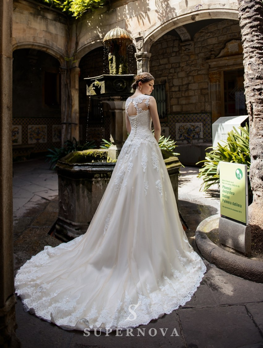 Весільна сукня А-силуету зі шлейфом від SuperNova оптом-2