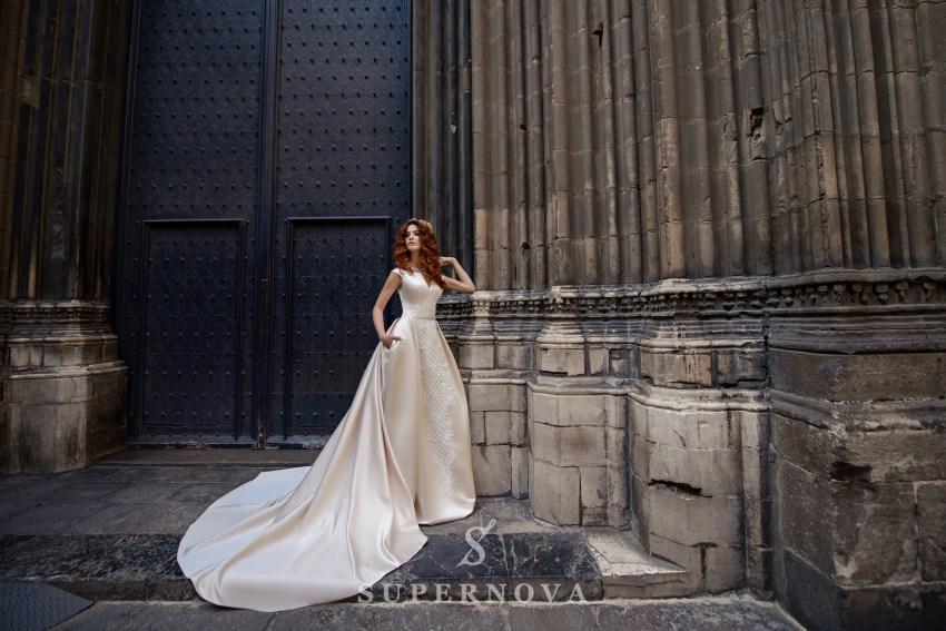 Атласна кремова весільна сукня від SuperNova оптом-1