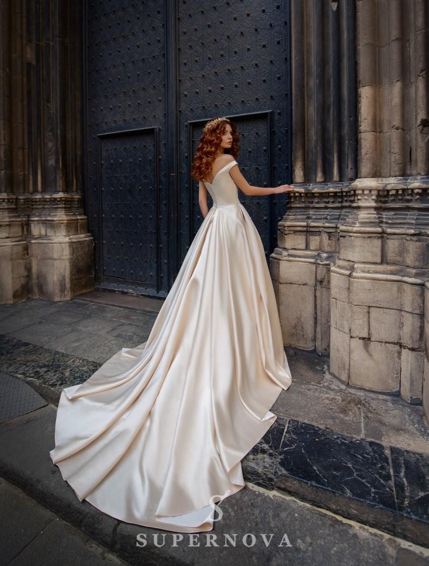 Атласна кремова весільна сукня від SuperNova оптом-2