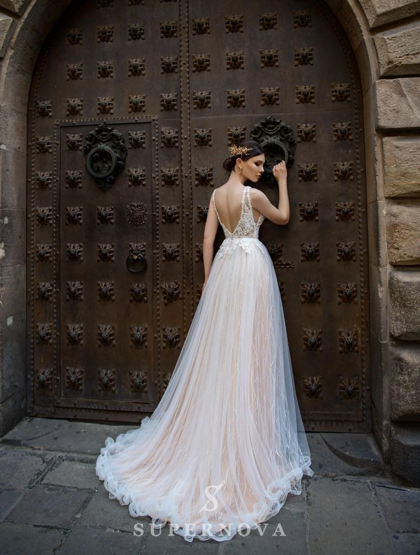 Весільна сукня з глибоким вирізом від SuperNova оптом-2