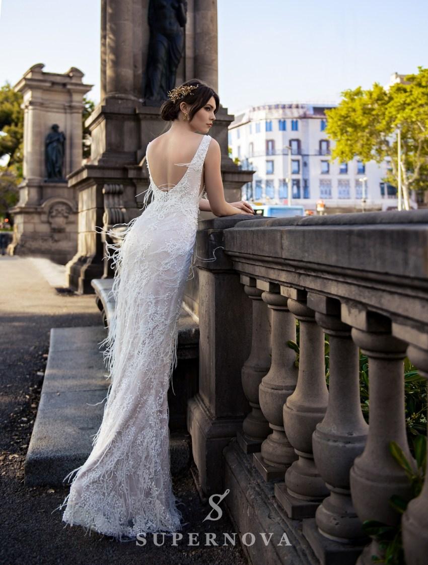 Весільна сукня прикрашена пір'ям від SuperNova оптом-2
