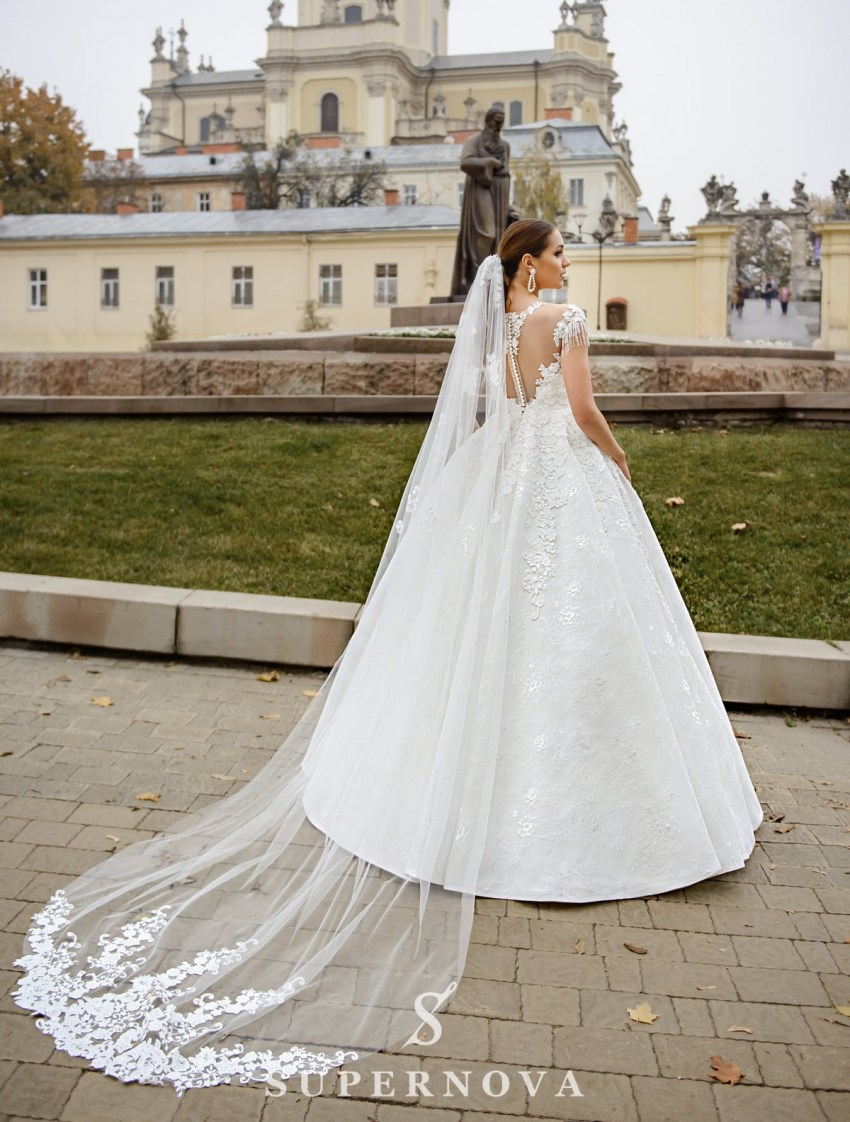 Ivory wedding dress  with a puffy skirt on wholesale from SuperNova-4