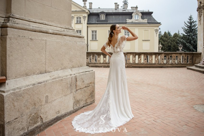Wedding dress in godet style  with a soft skirt on wholesale from SuperNova-2