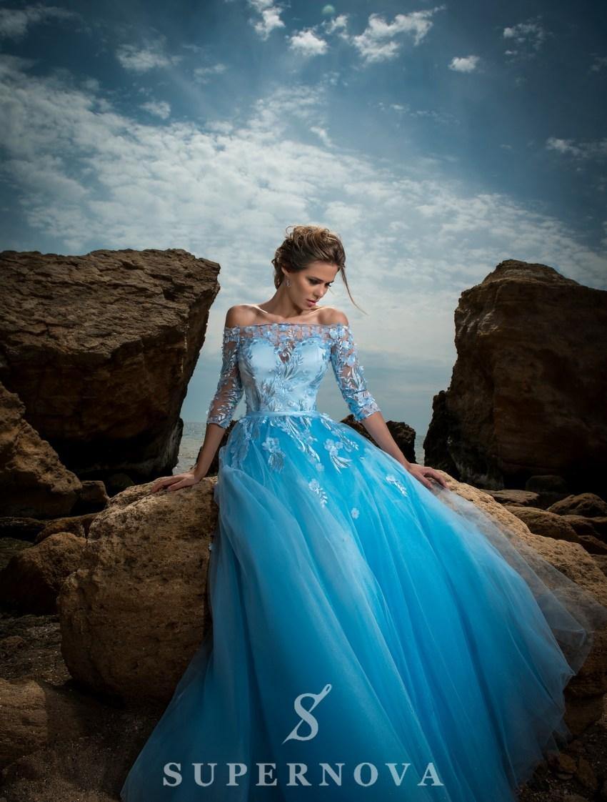 Вечернее платье с открытыми плечами-3