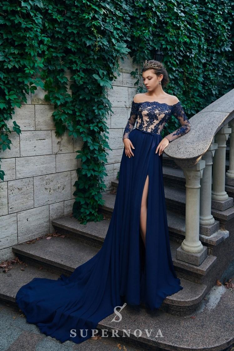 Пряма вечірня сукня з довгими рукавами і м'якою спідницею від Super Nova.-3