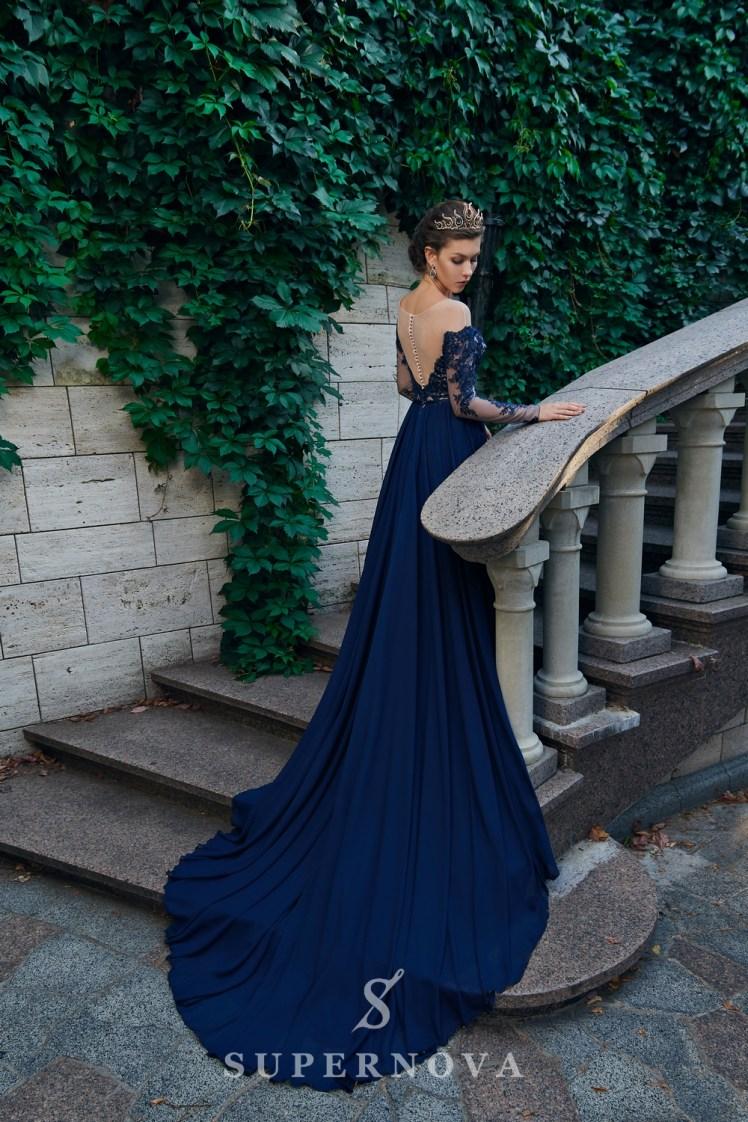 Пряма вечірня сукня з довгими рукавами і м'якою спідницею від Super Nova.-4