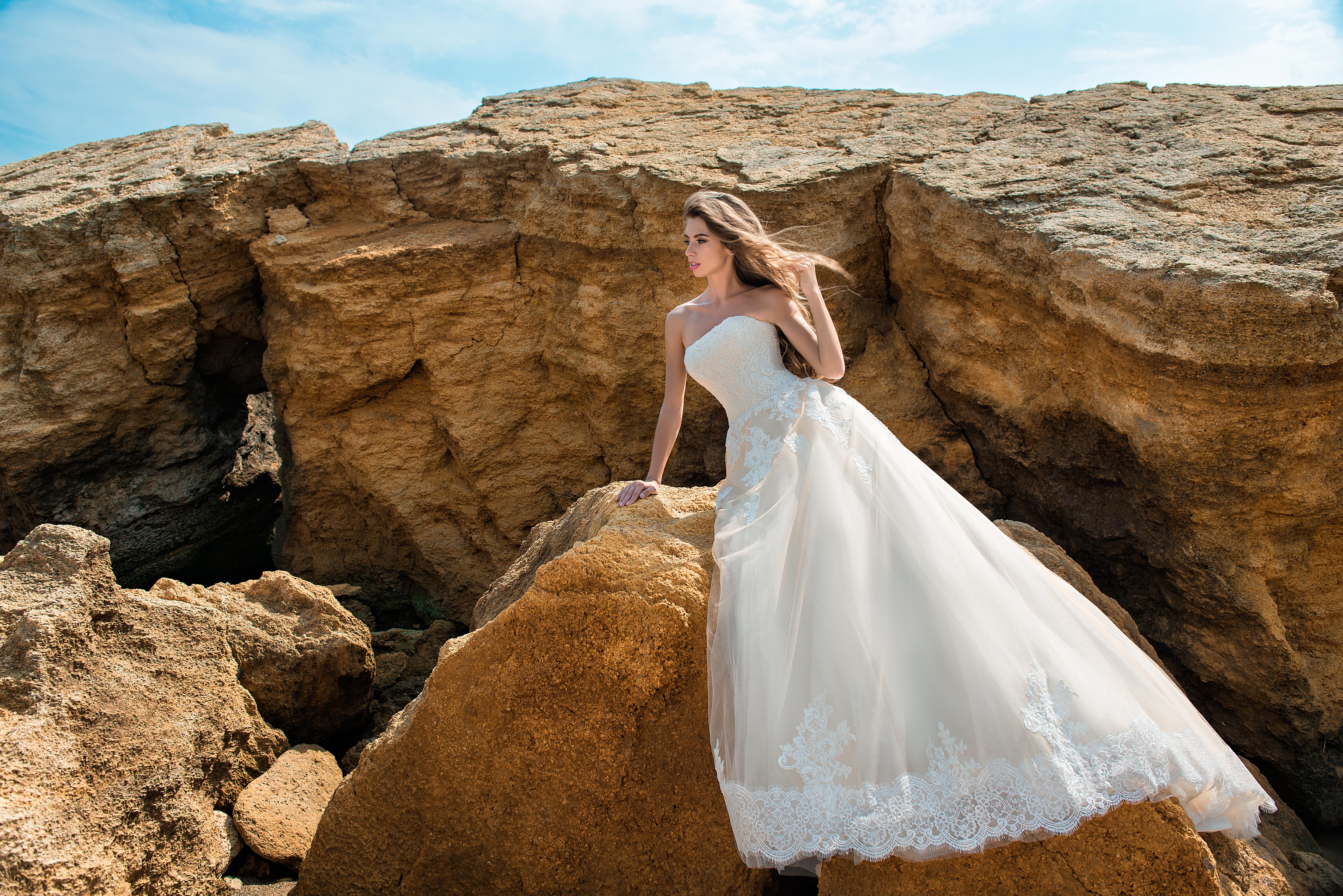 Rochie de mireasă de o culoare cremă-1