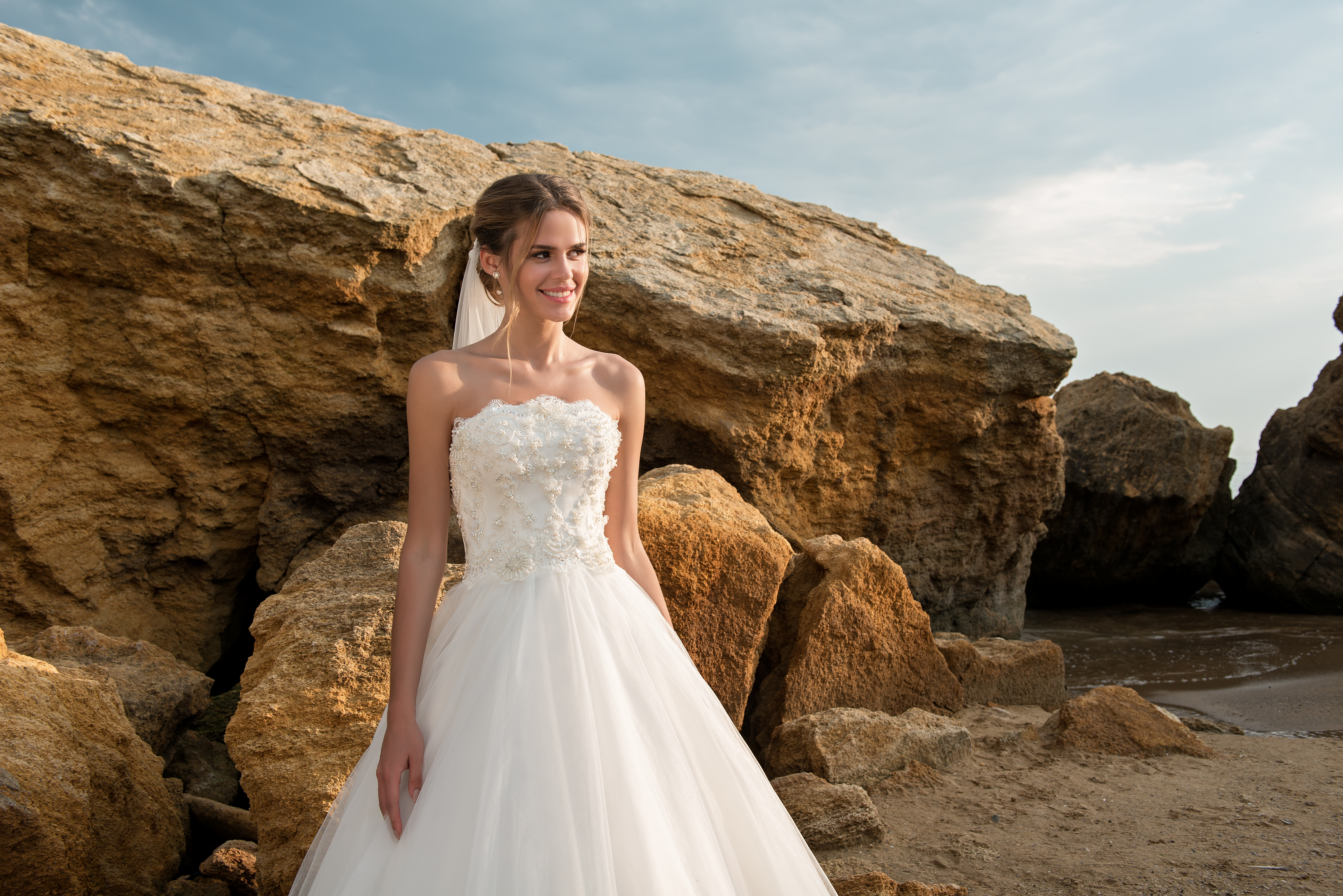 Wedding dress with open shoulders and lush skirt-1