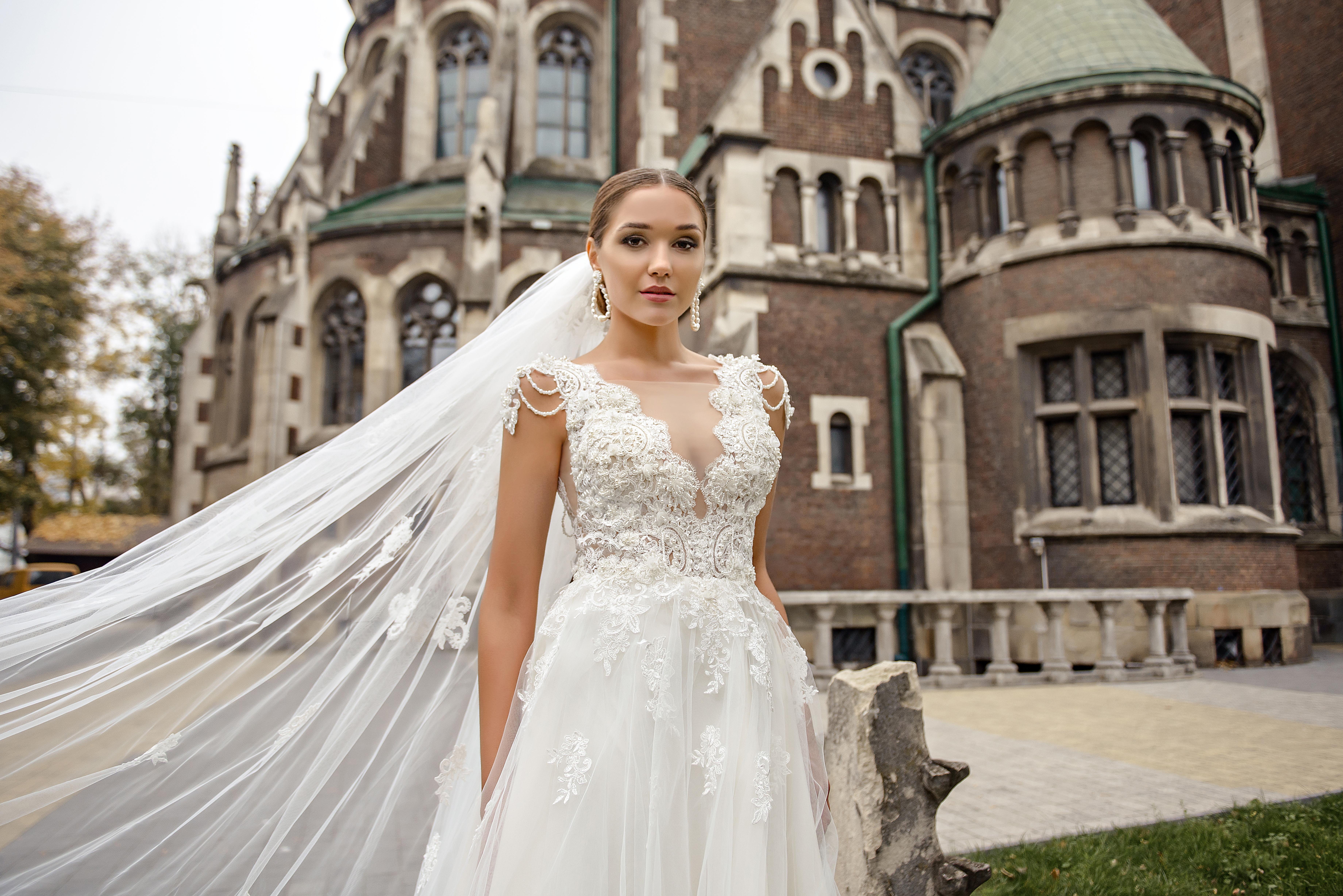 Свадебное платье с глубоким вырезом оптом от SuperNova-1