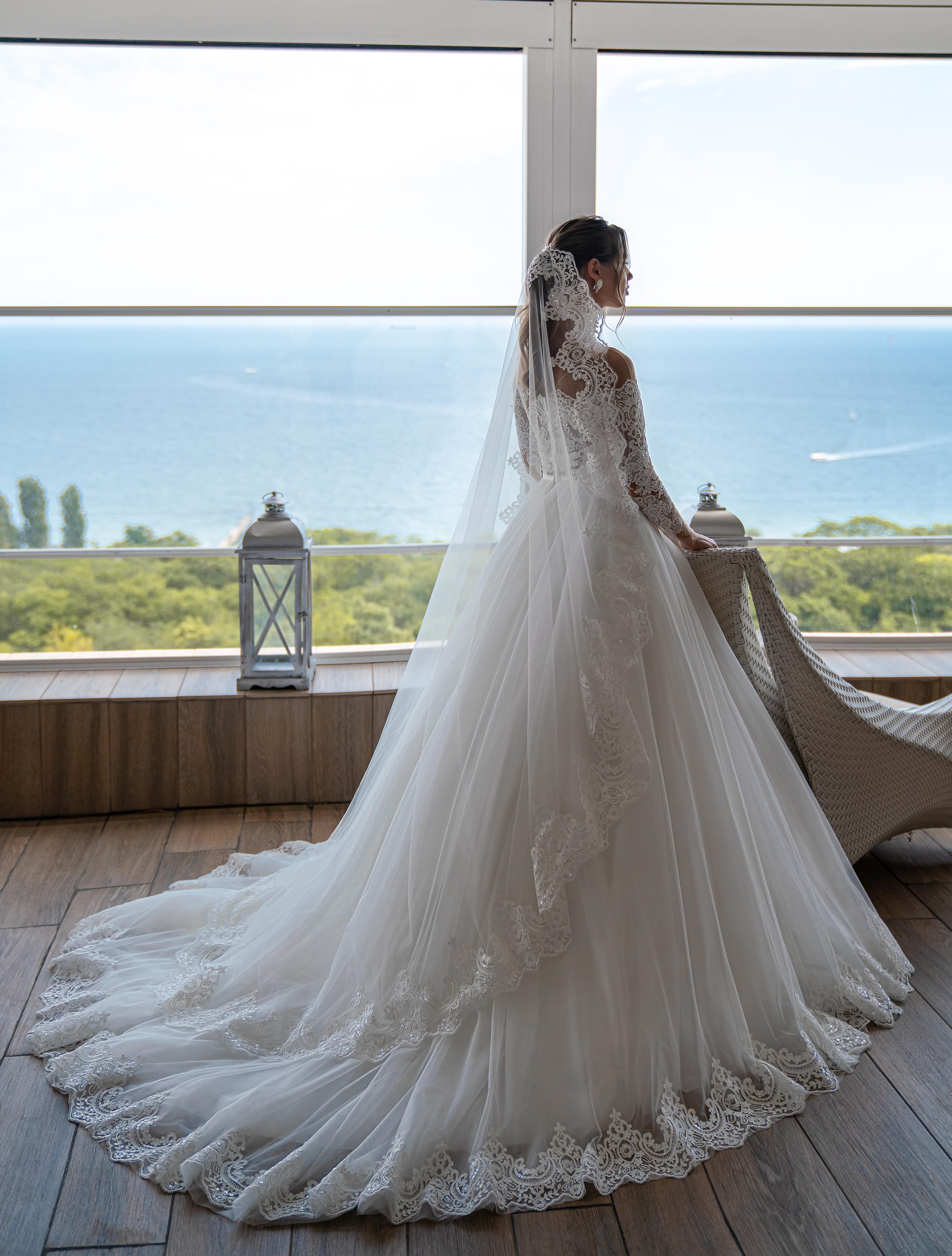Модна весільна фата