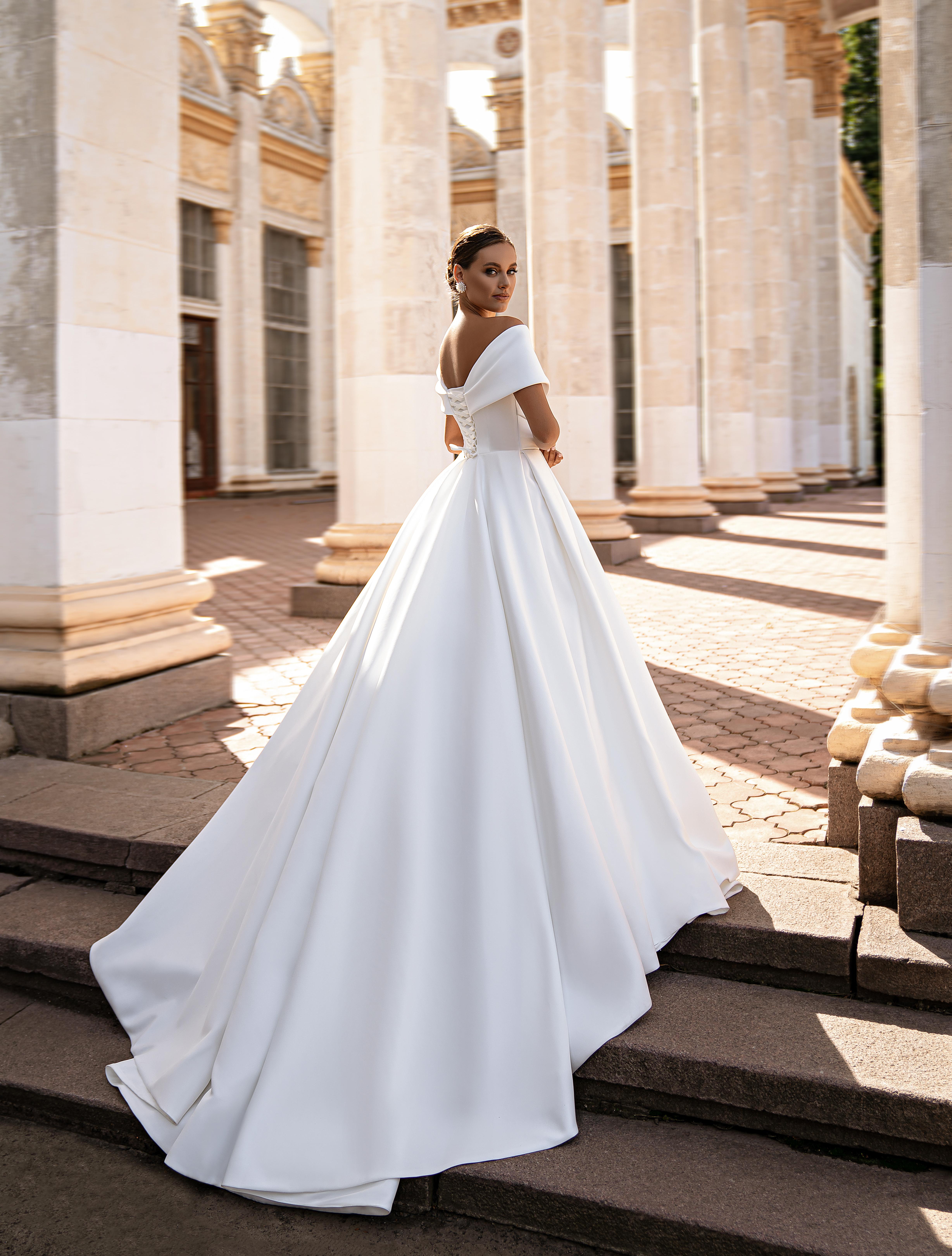 Rochie de mireasă minimalistă-1