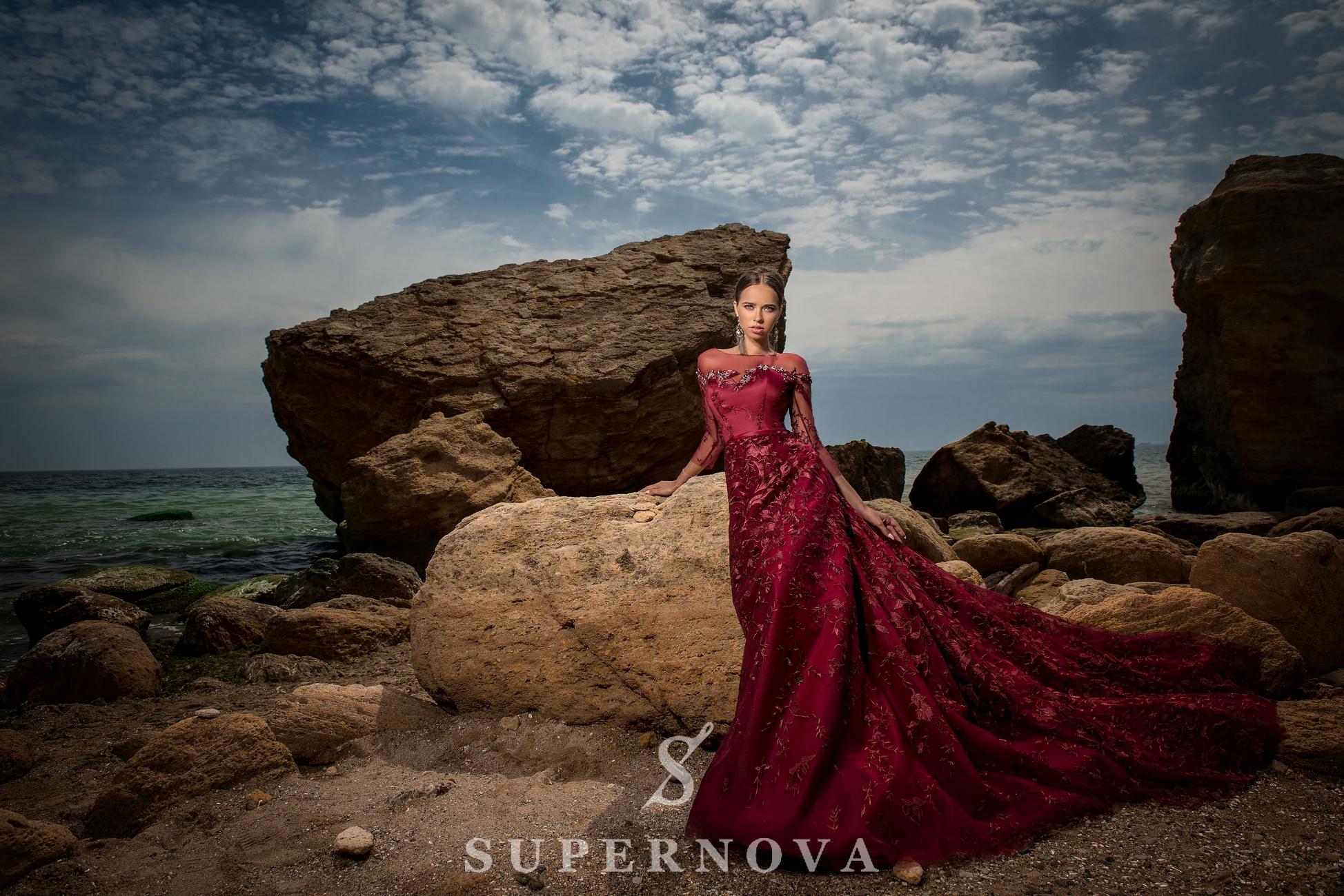 Вечернее гипюровое платье А-силуэта-1