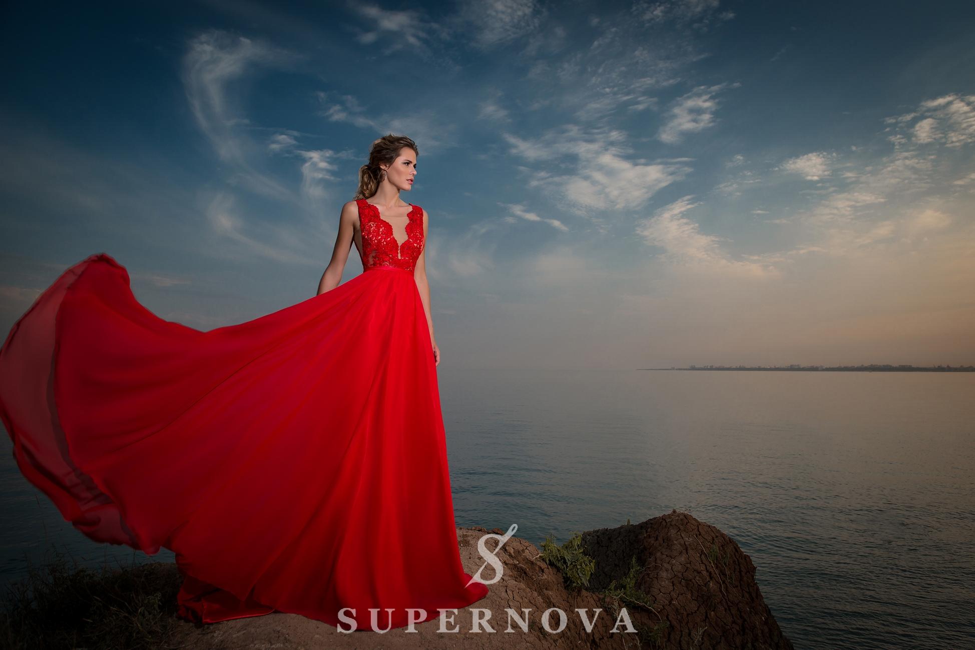 Вечернее платье с мягким лифом-1