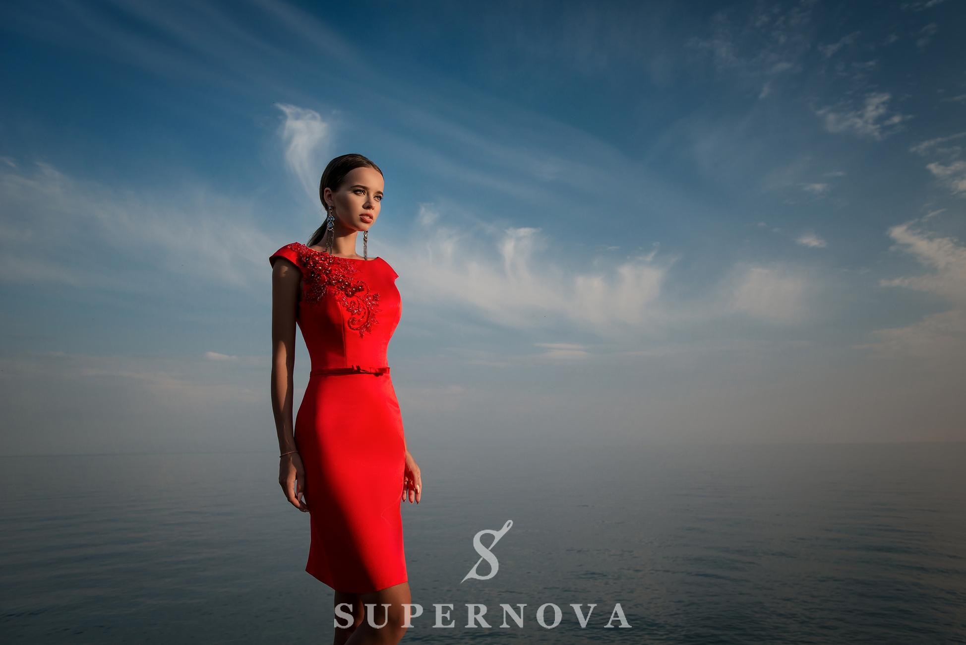Вечірня сукня з прямою спідницею з атласу-1