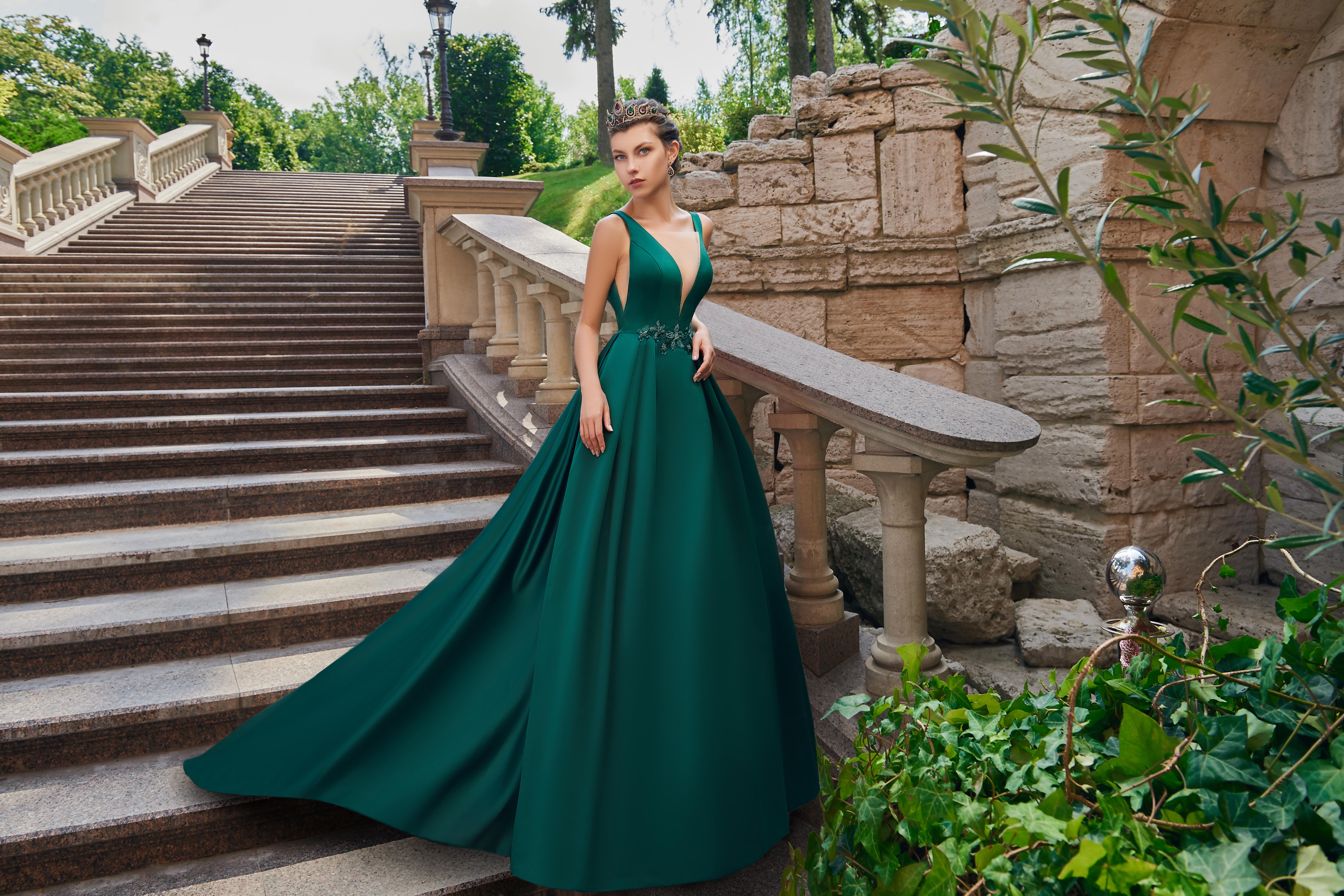 Атласное вечернее платье со шлейфом от производителя  SuperNova.-1