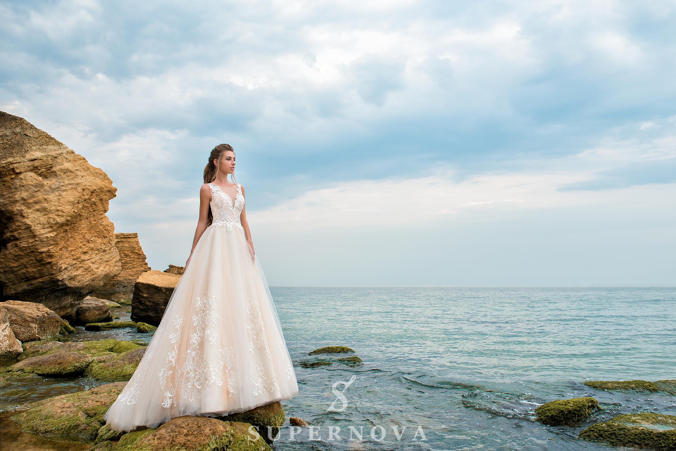 Rochie de mireasă de culoare caramel-1