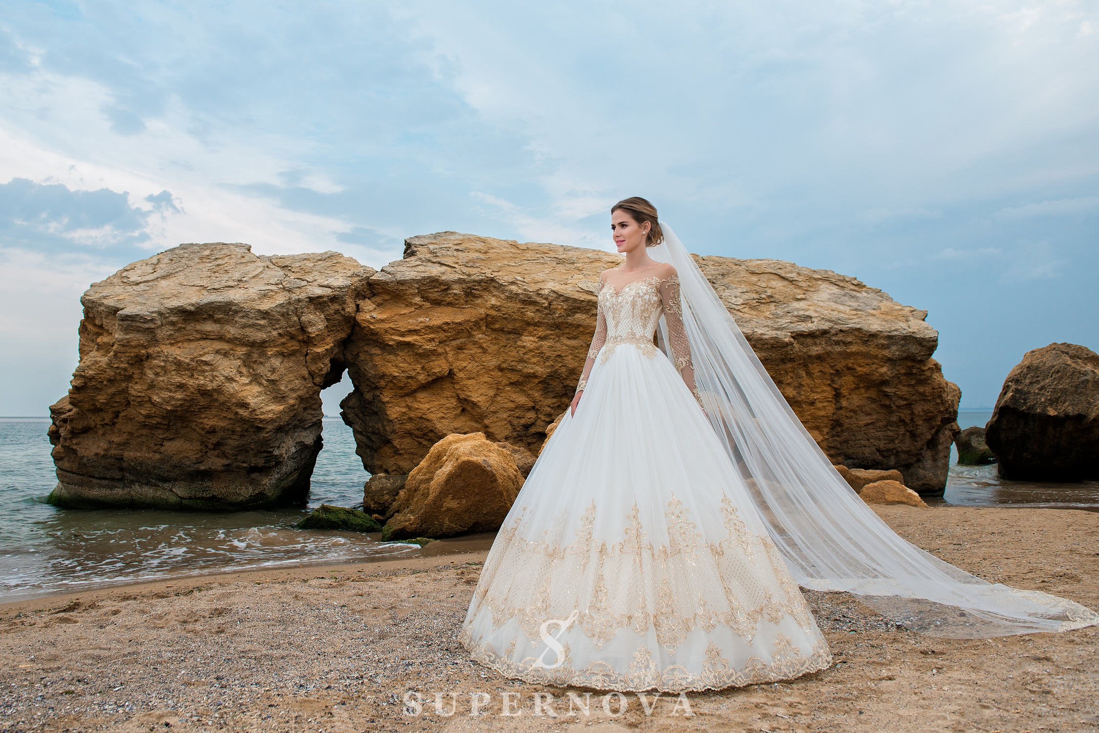 Wedding dress with long sleeves and puffy skirt-1