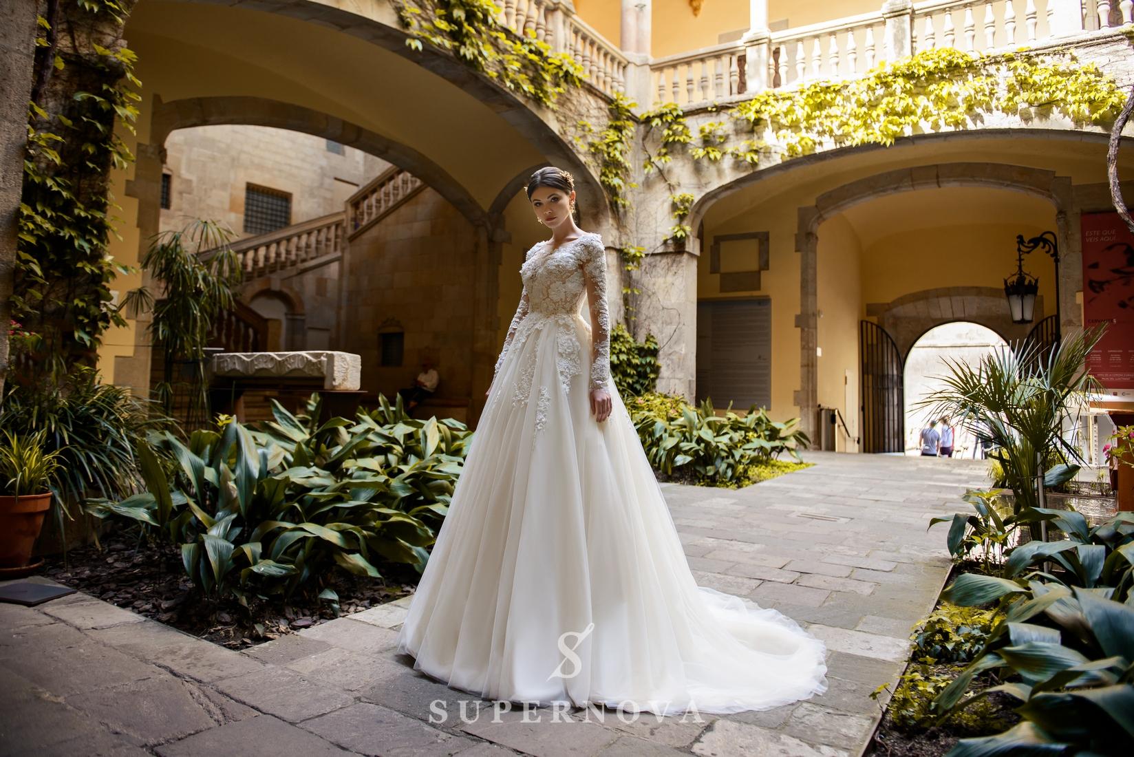 Пышное свадебное платье, расшитое цветами от SuperNova оптом-1