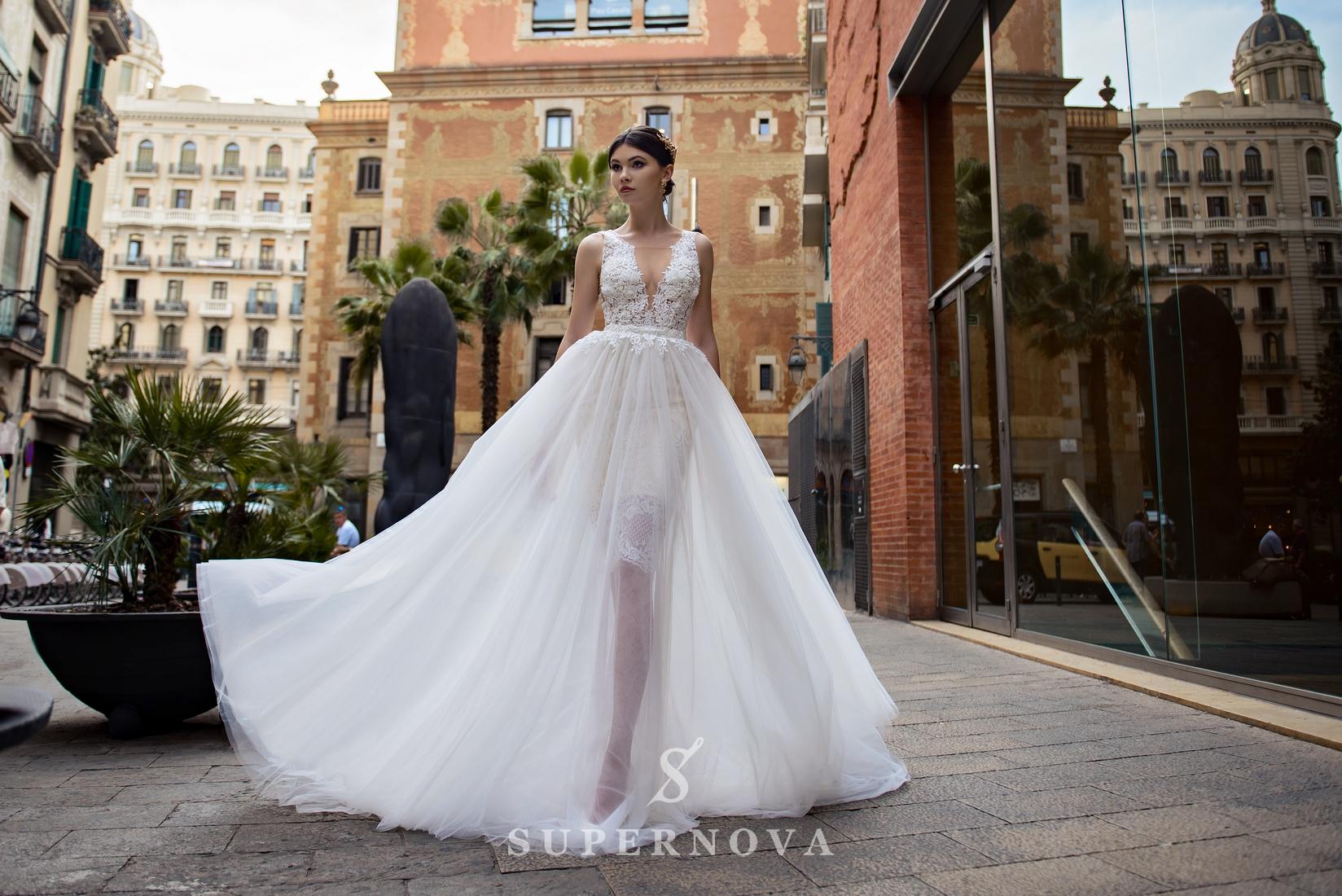 Свадебный комплект из гипюрового платья и съемной юбки-шлейфа от Supernova оптом-1