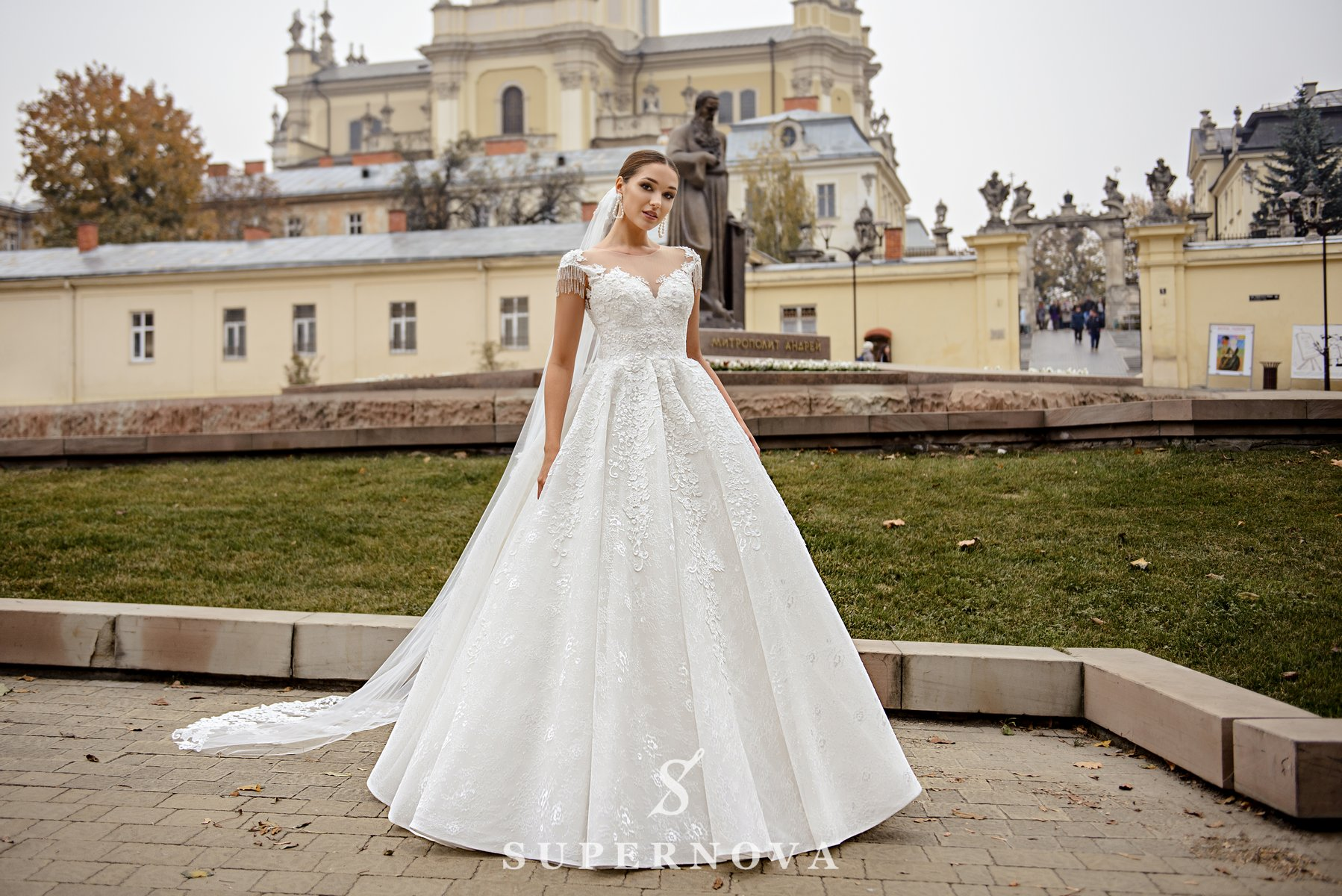 Мереживна весільна сукня з пишною спідницею оптом від SuperNova-1