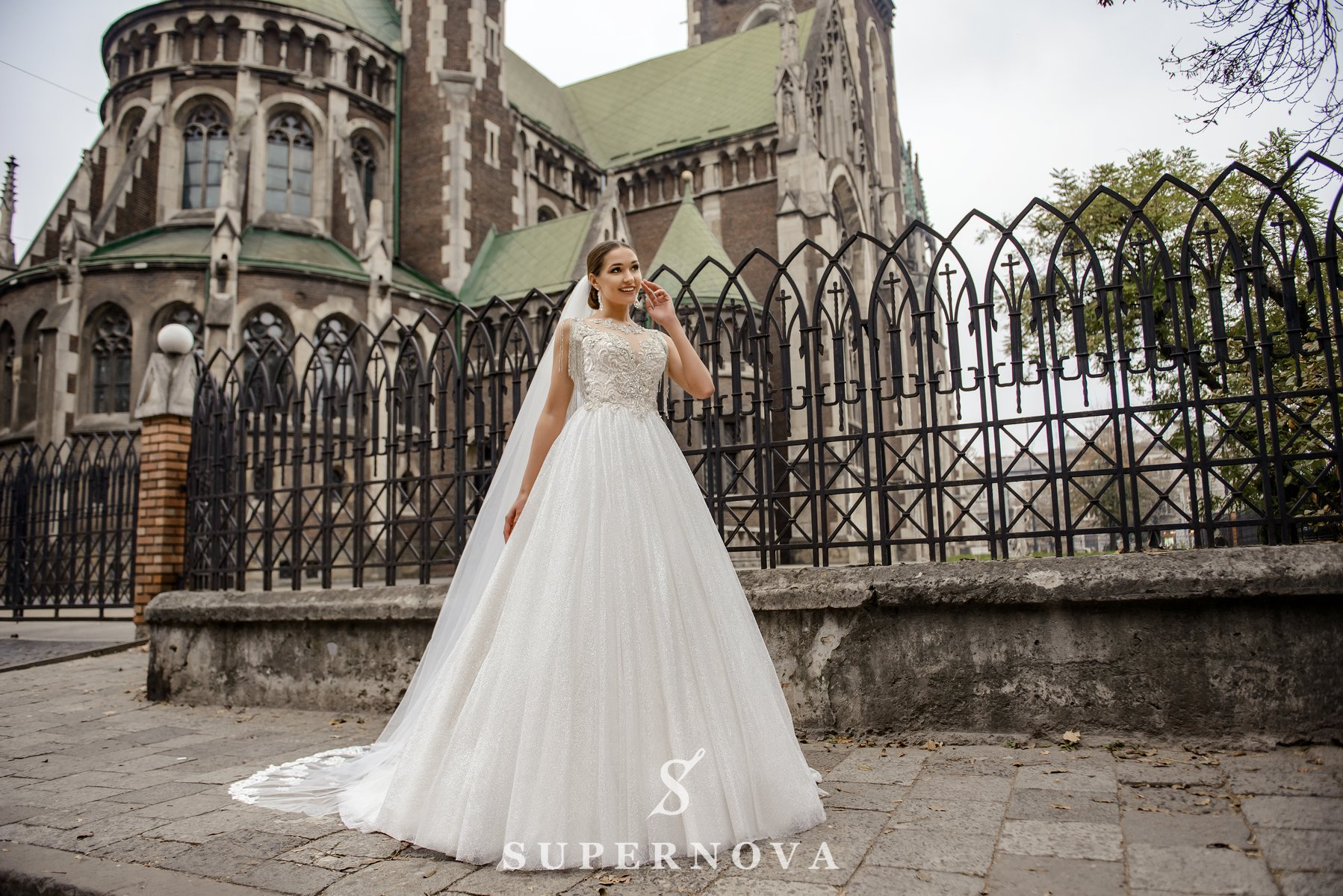 Весільна сукня з корсетом, розшитим ланцюжком оптом від SuperNova-1