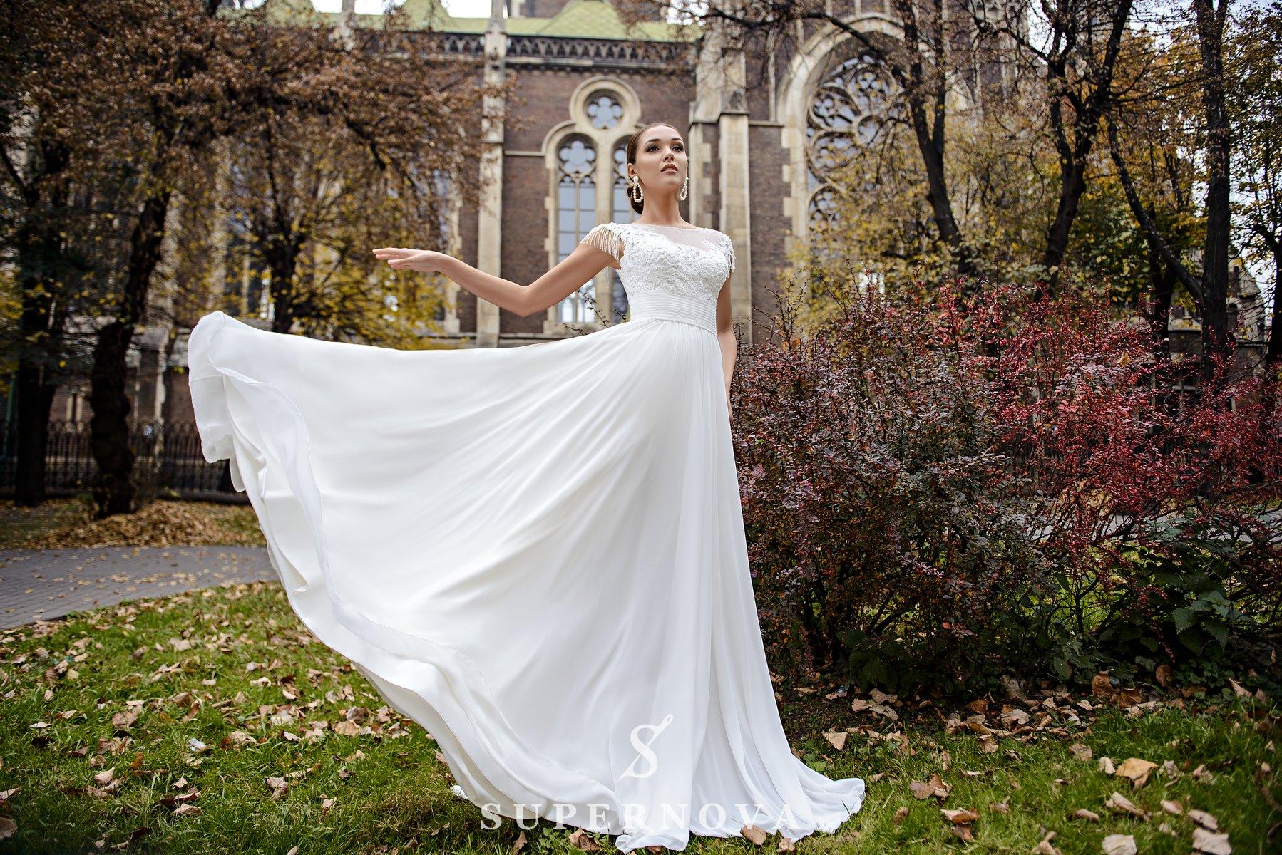 Весільна сукня з підкресленою талією і м'якою спідницею оптом від SuperNova-1